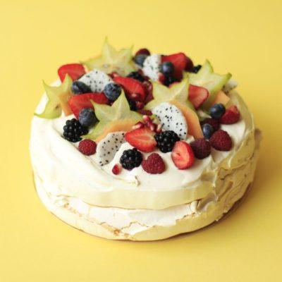 Tort Bezowo-owocowy na zamówienie - cukiernia Kraków Słodki Wentzl