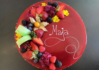 Tort urodzinowy dla dziewczynki robiony na zamówienie - cukiernia Słodki Wentzl Kraków